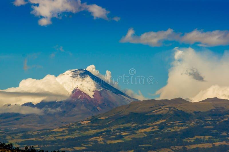 Извержение вулкана Котопакси в эквадоре, южном стоковые фотографии rf