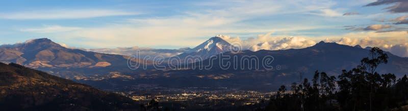 Извержение вулкана Котопакси стоковая фотография