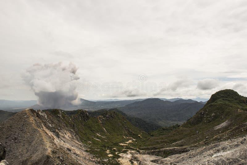 Извержение вулкана Sinabung, Суматры стоковая фотография