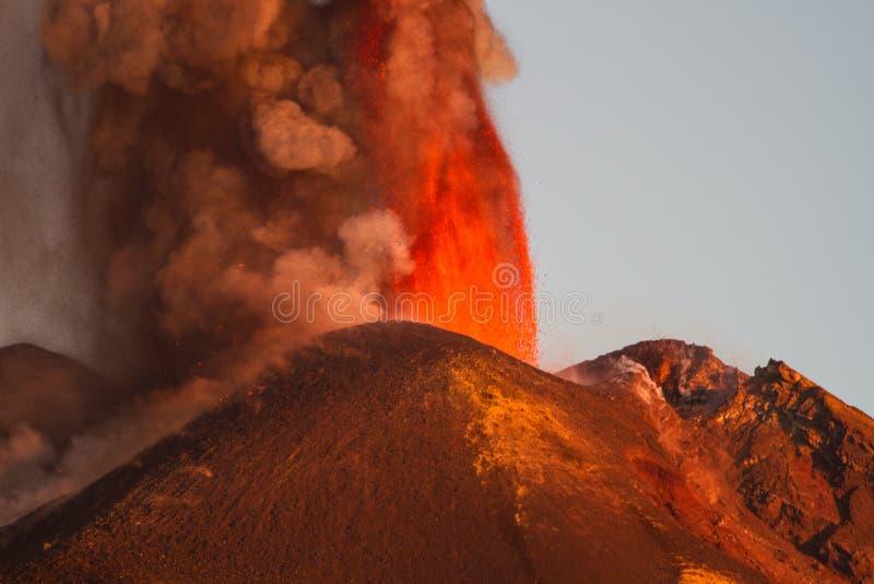 Извержение Этна вулкана стоковые изображения