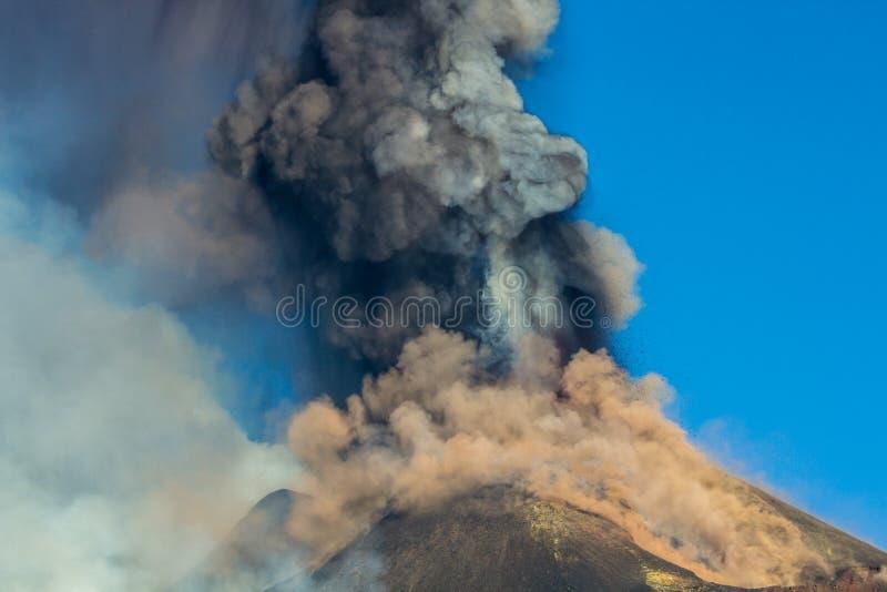 Извержение Этна вулкана стоковая фотография rf