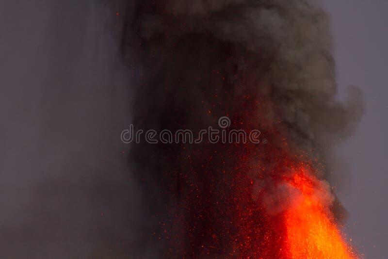 Извержение Этна вулкана стоковые изображения rf