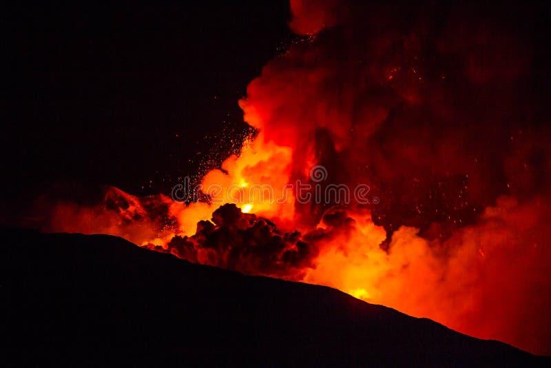 Извержение etna стоковые фотографии rf