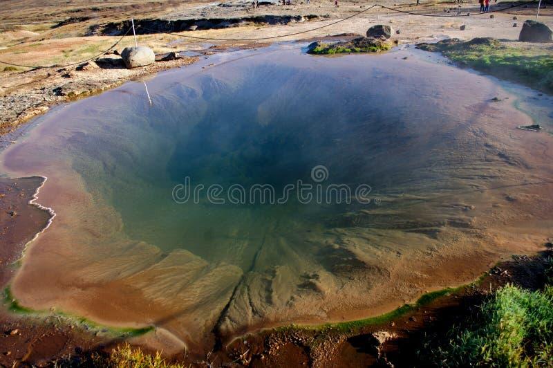 Извержение Geysir ждать стоковые фотографии rf