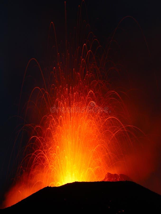 Извержение Strombolian стоковое фото rf