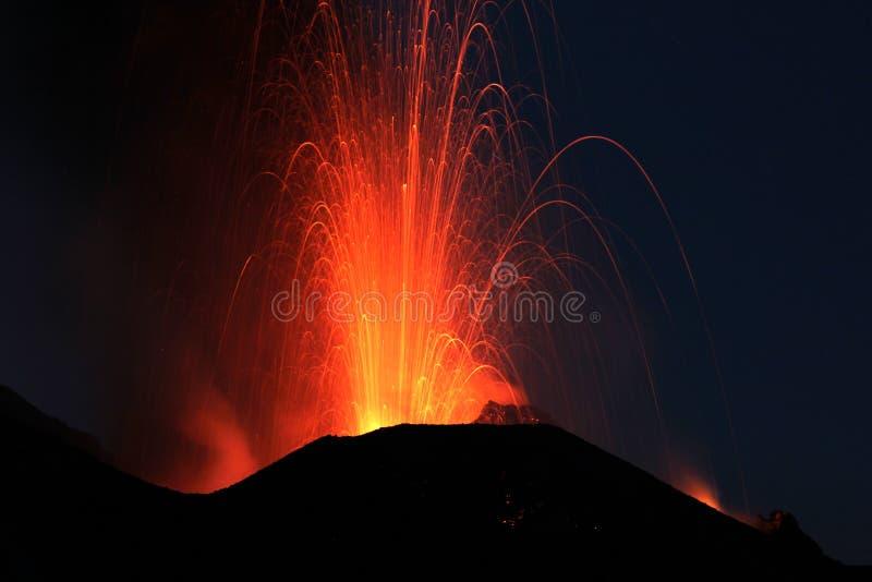 Извержение Strombolian стоковое фото