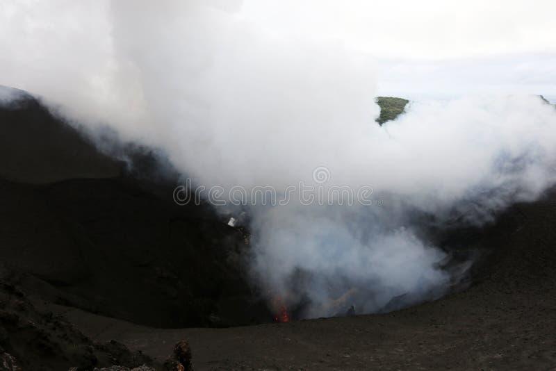 Извержение Yasur вулкана стоковое фото