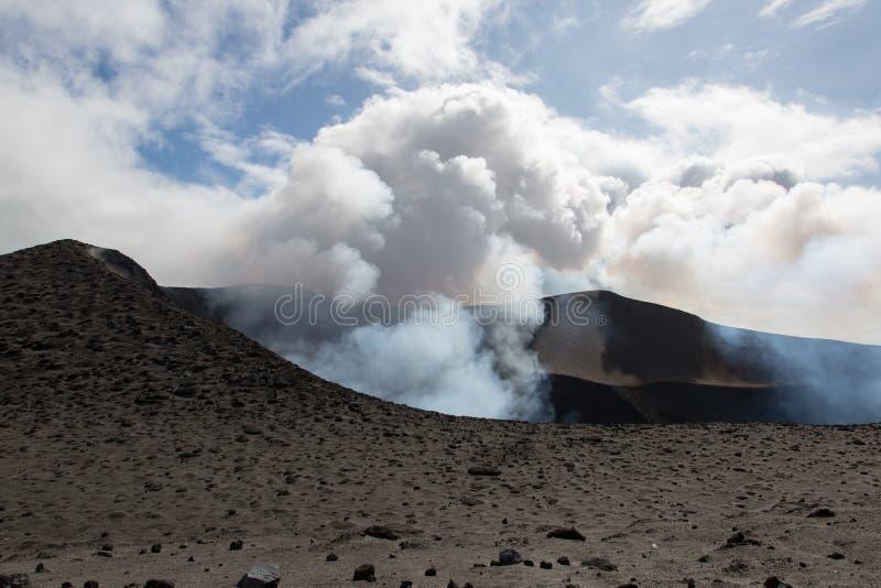 Извержение Yasur вулкана стоковое фото rf