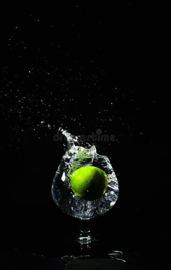 Известка выплеска воды стоковое фото