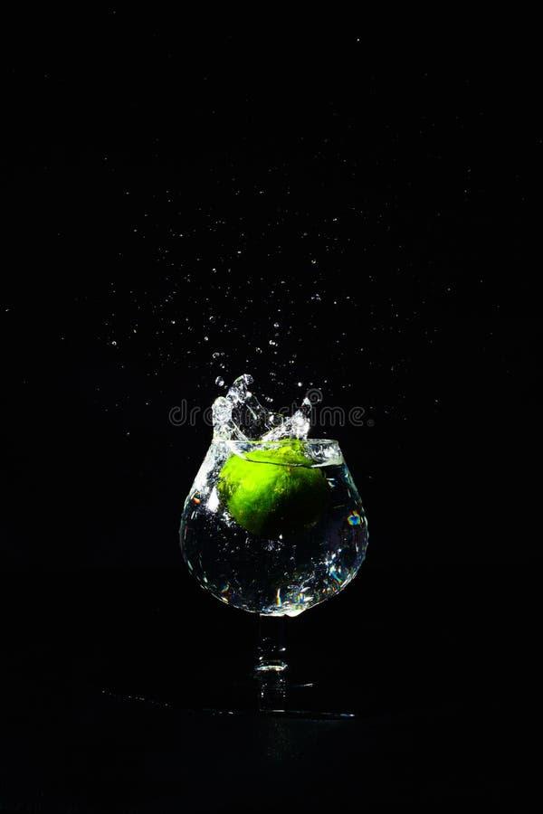 Известка выплеска воды стоковое изображение rf