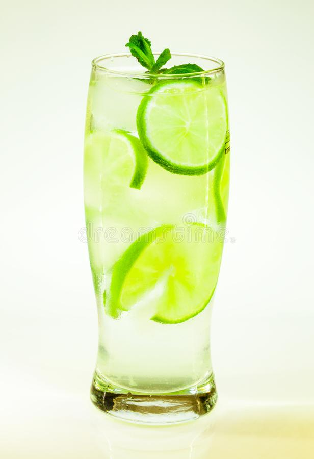 Известка и мята mojito холодного напитка лета с льдом стоковое фото