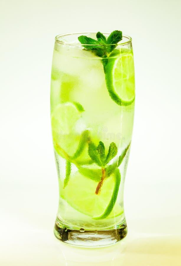Известка и мята mojito холодного напитка лета с льдом стоковая фотография rf