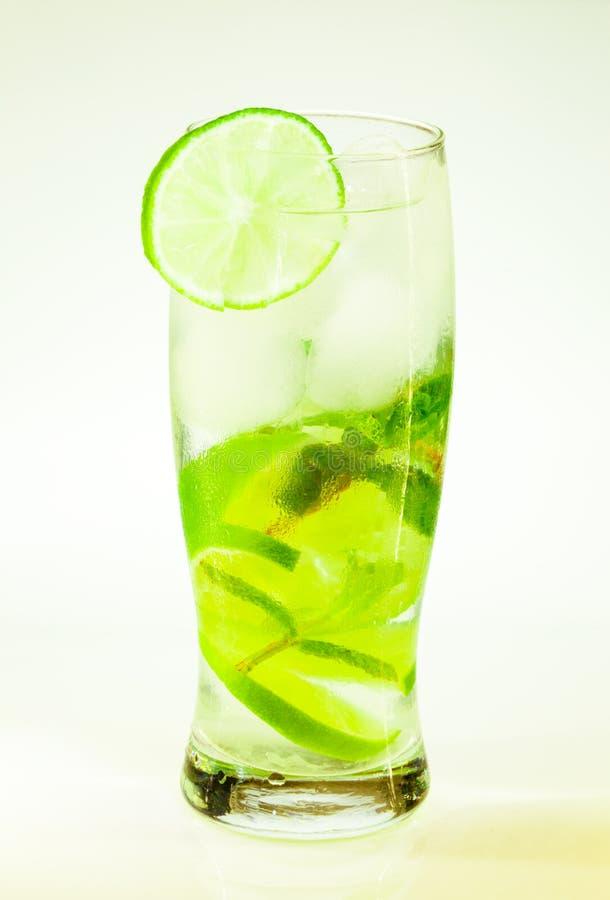 Известка и мята mojito холодного напитка лета с льдом стоковое изображение rf