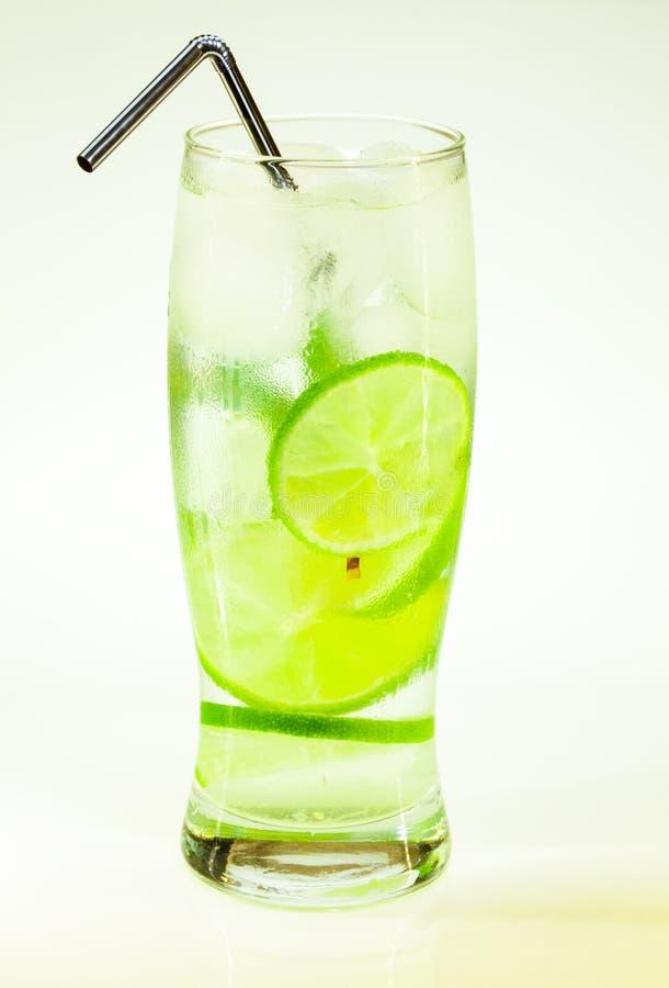 Известка и мята mojito холодного напитка лета с льдом стоковые изображения