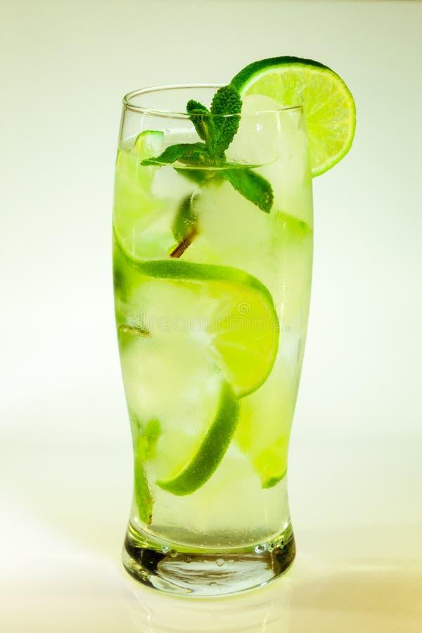 Известка и мята mojito холодного напитка лета стоковые фотографии rf