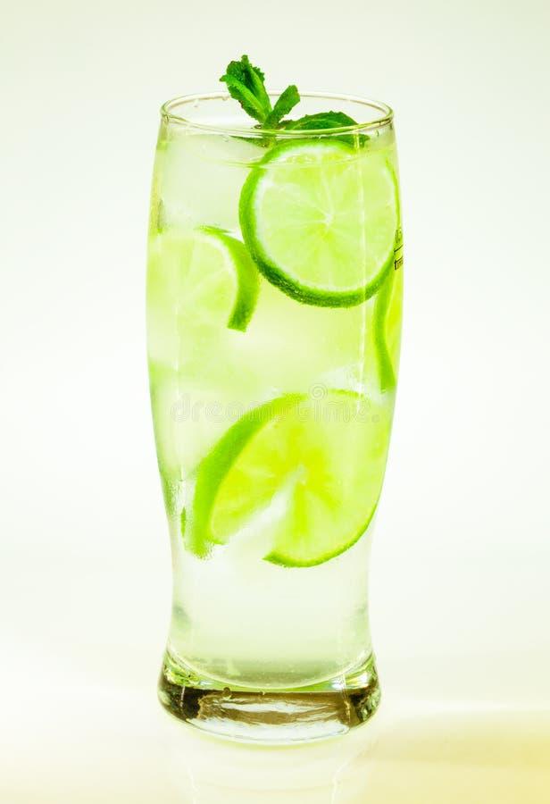 Известка и мята mojito холодного напитка с льдом стоковое изображение rf