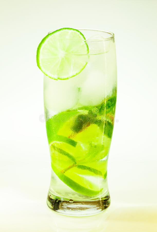Известка и мята mojito холодного напитка с льдом стоковая фотография