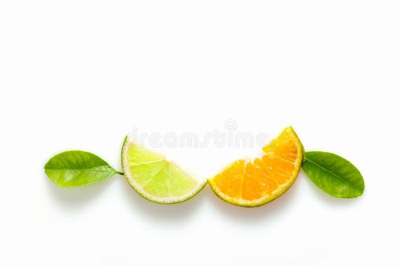 Известка и оранжевый плодоовощ на белой предпосылке стоковые фото