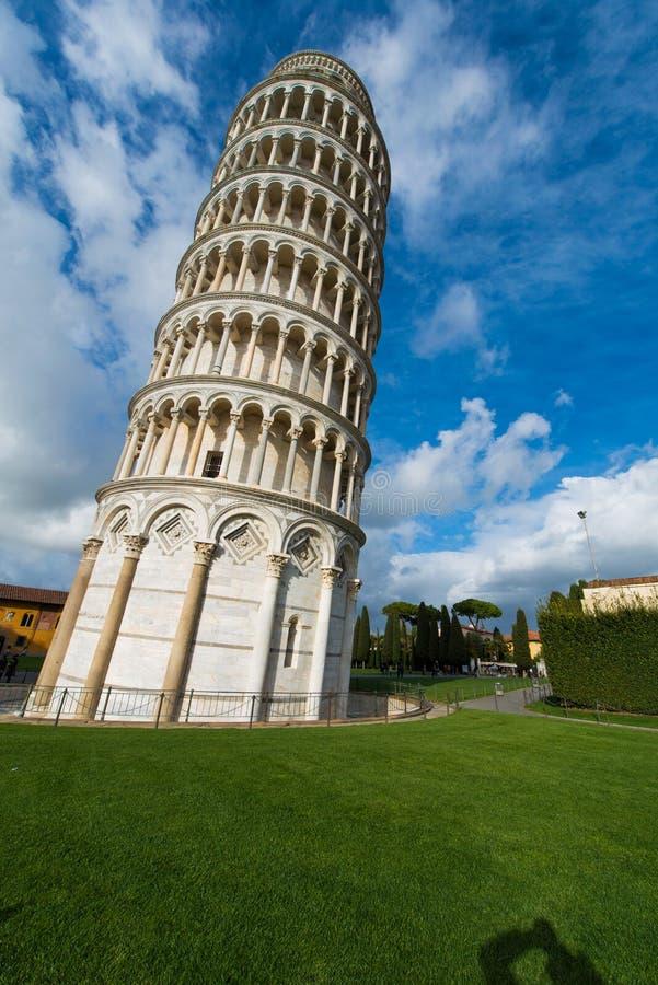 Известная башня склонности Пизы во время стоковое изображение