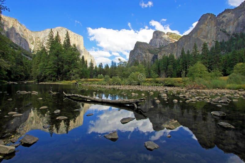 Известная гора El Capitan, нос в национальном парке Yosemite, Калифорнии, США стоковое фото