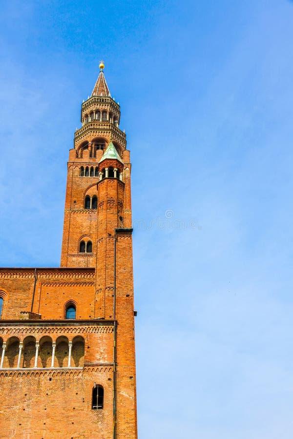 Известная колокольня Torrazzo Кремоны стоковые изображения