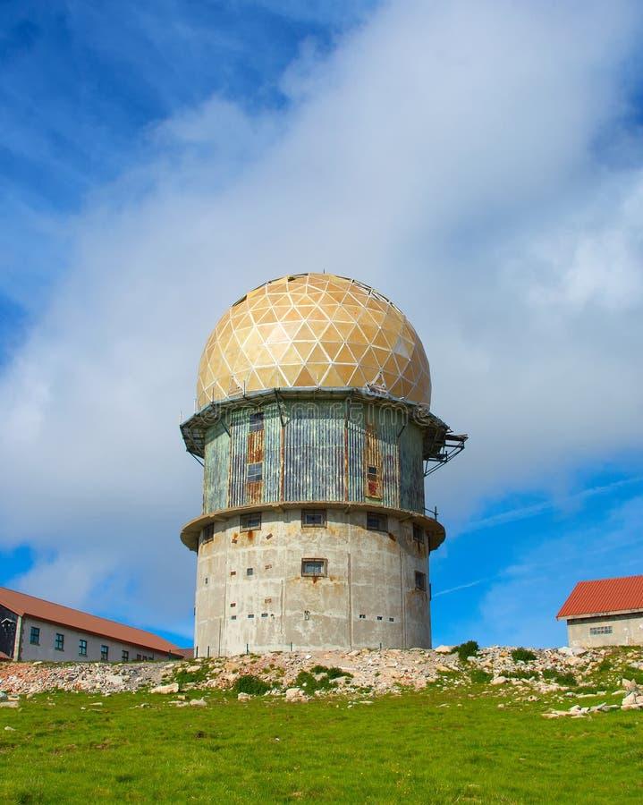 Известная старая радиолокационная станция Португалия стоковая фотография