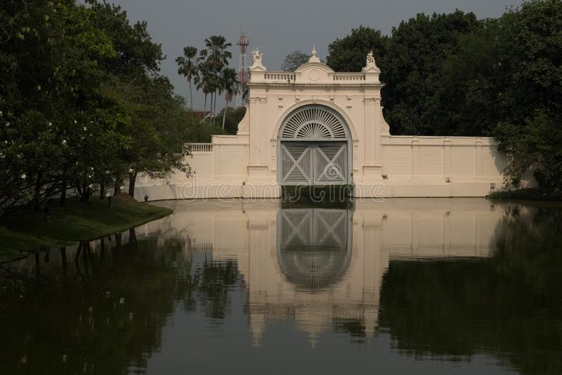 известное место в Таиланде ( Дворец Bangpain стоковое изображение rf