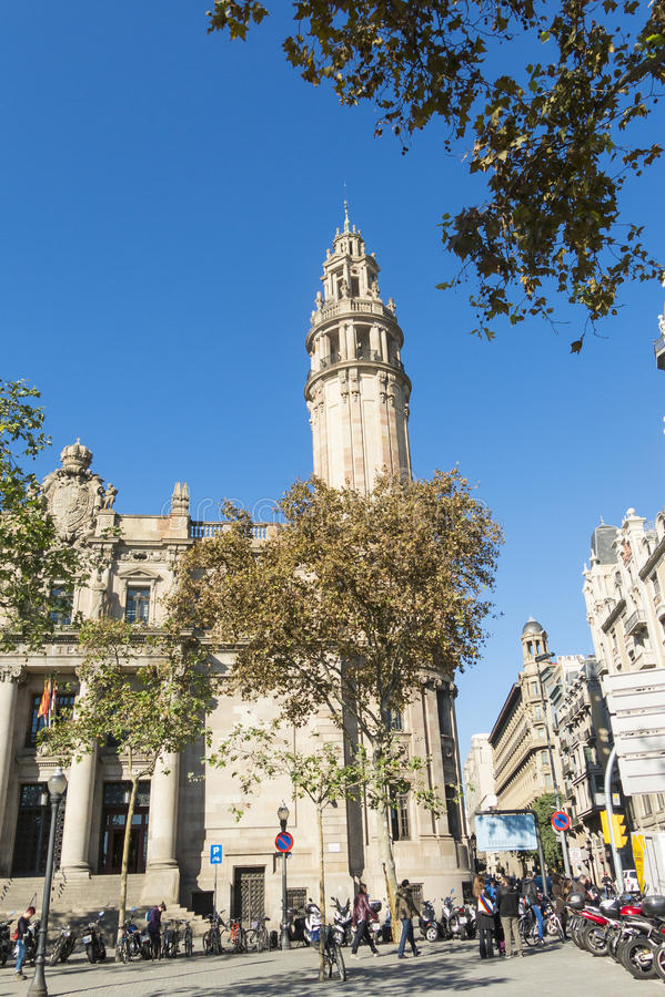 Известное центральное здание почтового отделения в городе Барселоны стоковое фото rf