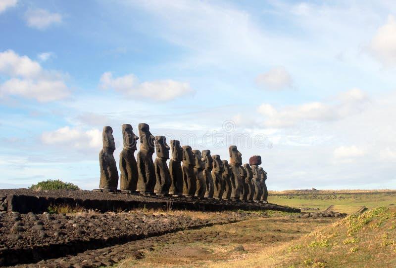 Известное moai 15 на Ahu Tongariki, острове пасхи стоковое изображение