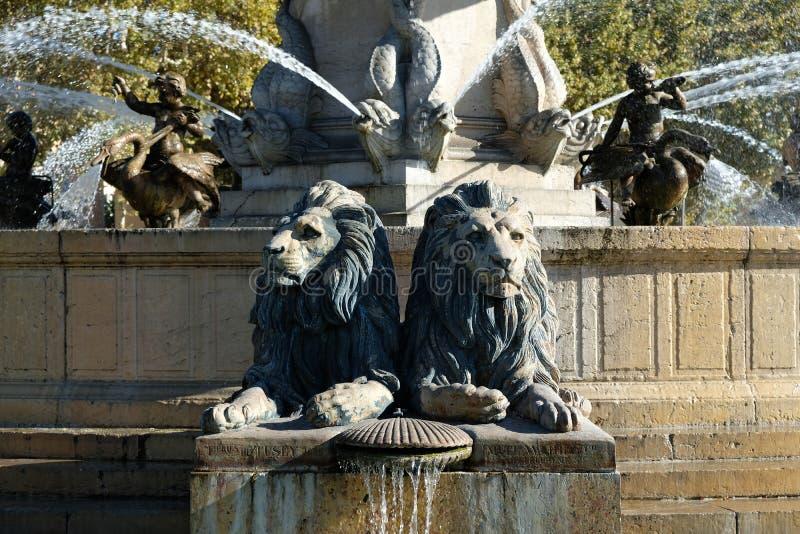 Известные статуи льва AIX-en-Провансали Франции фонтана ротонды стоковое изображение rf