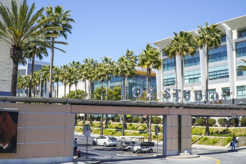 Известные студии Fox в городе Лос-Анджелесе - ЛОС-АНДЖЕЛЕСЕ - КАЛИФОРНИИ - 20-ое апреля 2017 столетия стоковая фотография rf