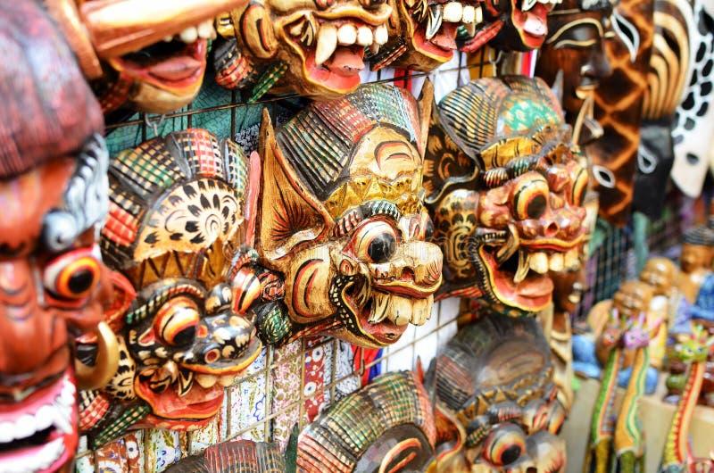 Известные сувениры маски на рынке Ubud стоковое изображение