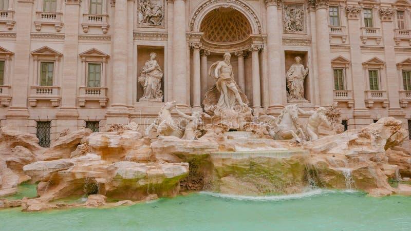 Download Известные фонтаны Trevi в Риме - огромной туристической достопримечательности Стоковое Изображение - изображение насчитывающей vatican, roma: 81808929