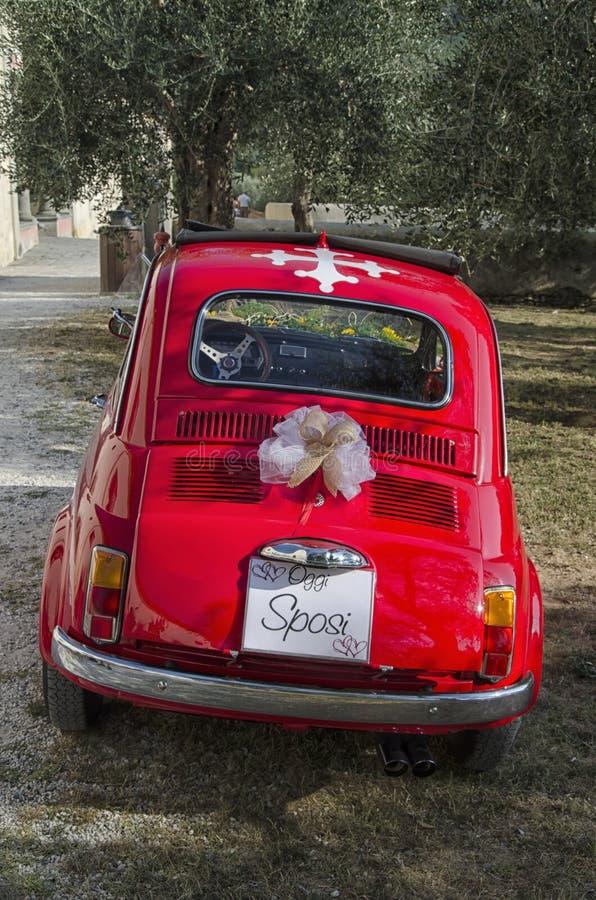 Известный автомобиль украшенный для свадьбы стоковое фото rf
