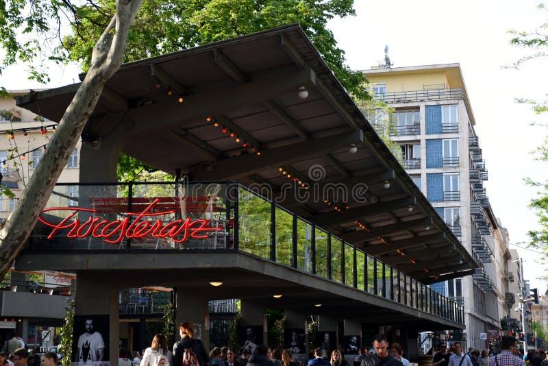 Известный бар с открытым воздухом в Будапеште стоковое изображение