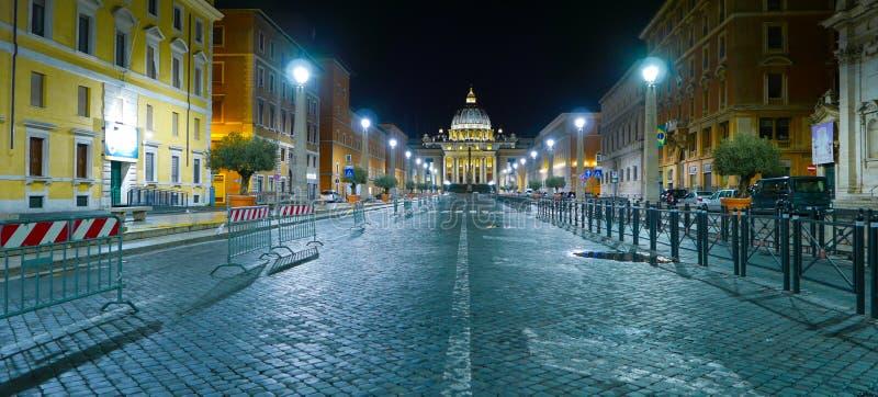 Download Известный бульвар водя к квадрату St Peters в Риме Стоковое Фото - изображение насчитывающей туристы, roma: 81807936