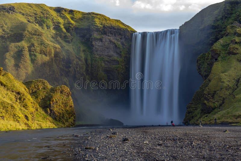 Известный водопад Skogafoss на реке Skoga Исландия, Европа стоковое изображение rf