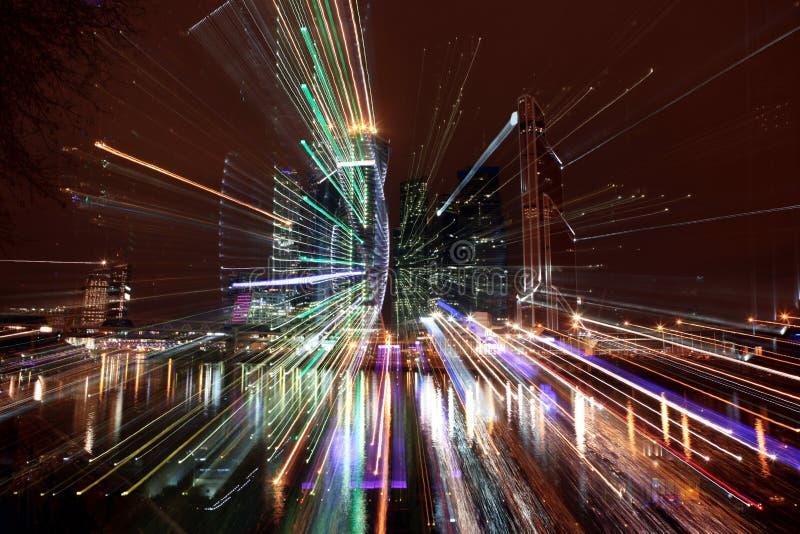 Известный деловый центр international города небоскребов взгляда ночи стоковая фотография