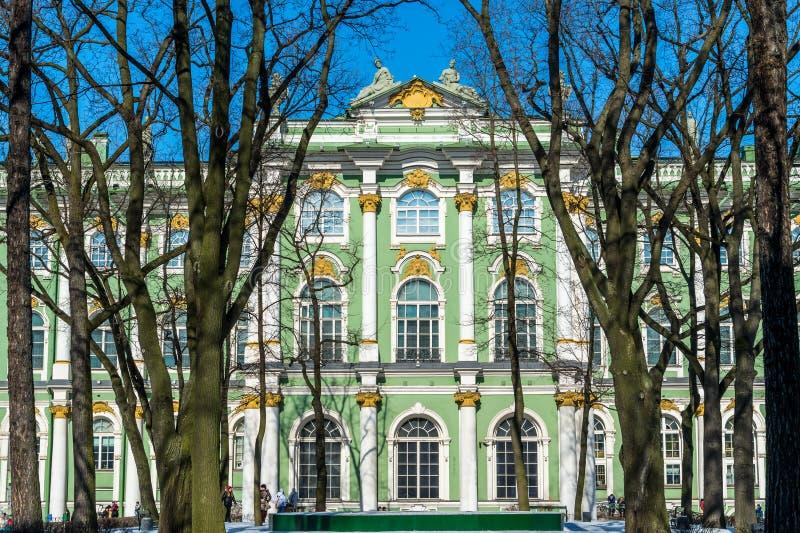 Известный Зимний дворец в Санкт-Петербурге стоковые изображения