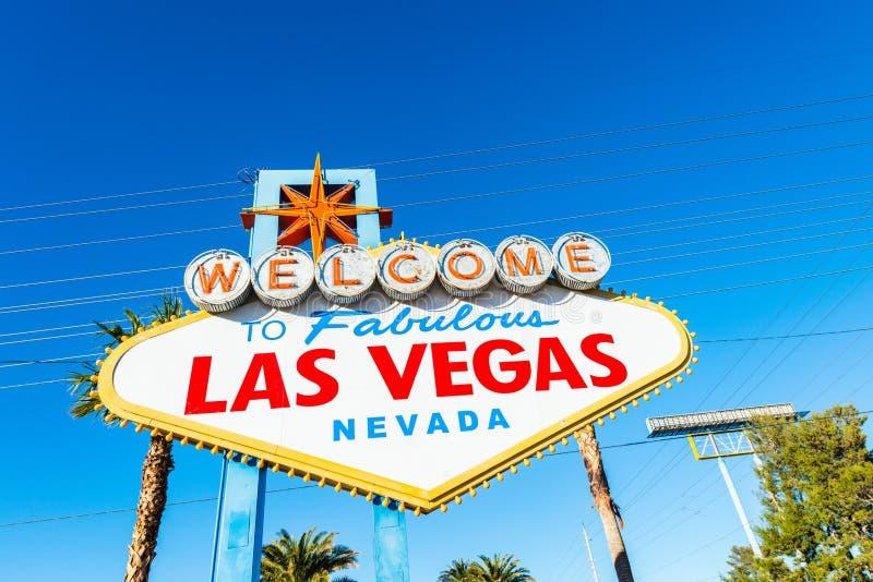 Известный знак Лас-Вегас на яркой стоковое фото