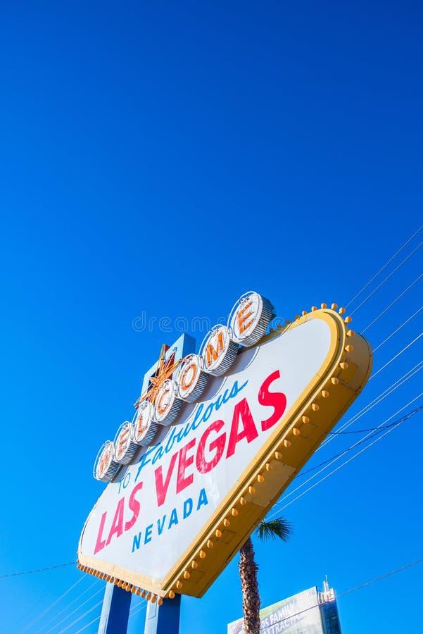 Известный знак Лас-Вегас на яркой стоковая фотография rf