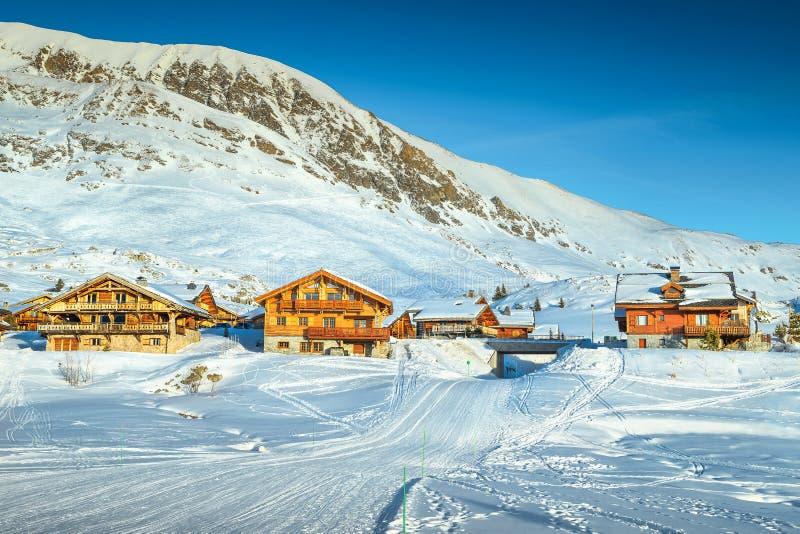 Известный лыжный курорт в французских Альпах, Европа зимы стоковые фото