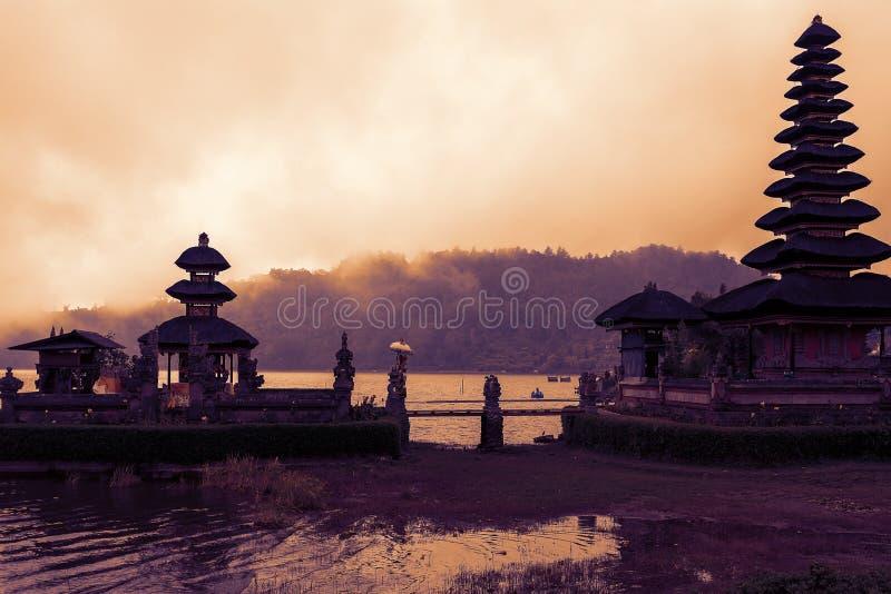 Известный мистический висок воды Pura Ulun Danu, Бали стоковые изображения rf