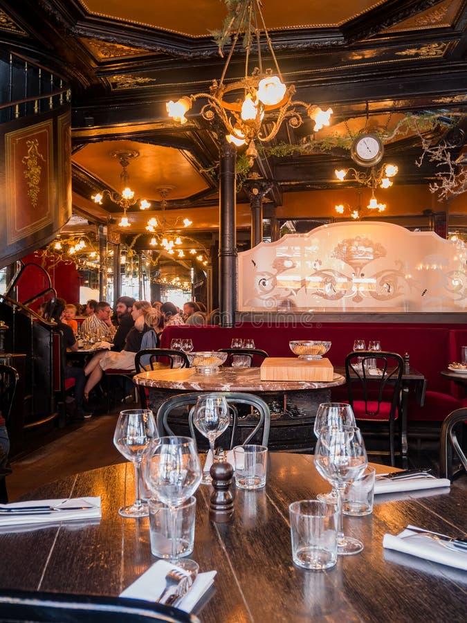 Известный ресторан L'Escargot Montorgueil стоковые фотографии rf
