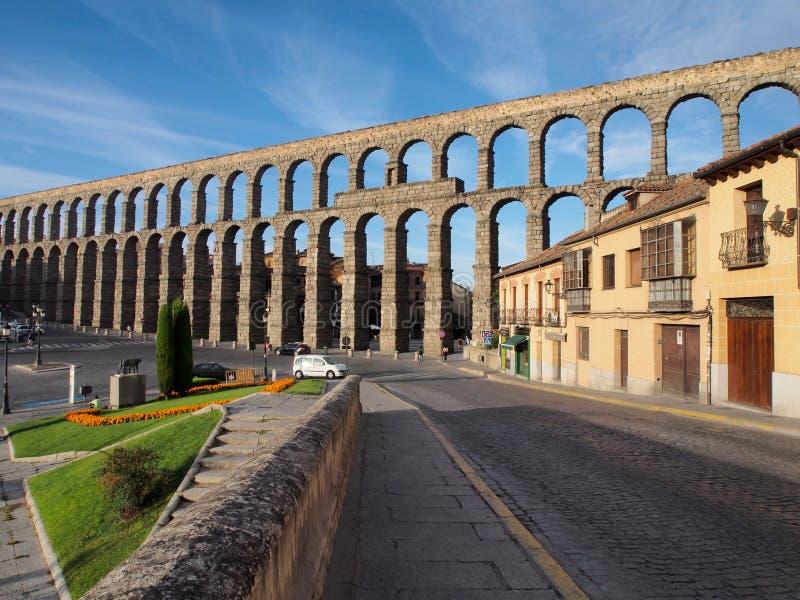 Известный старый римский мост-водовод в Сеговии, Испании стоковые фото