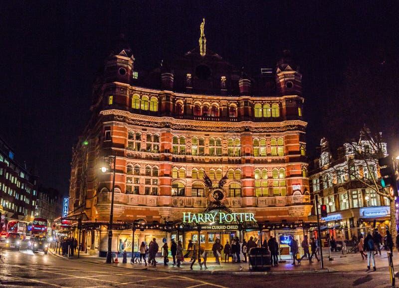 Известный театр на западном крае города Лондона стоковая фотография