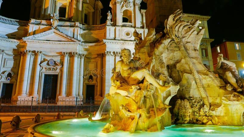 Download Известный фонтан 4 рек на аркаде Navona в Риме Стоковое Фото - изображение насчитывающей rome, туризм: 81807600