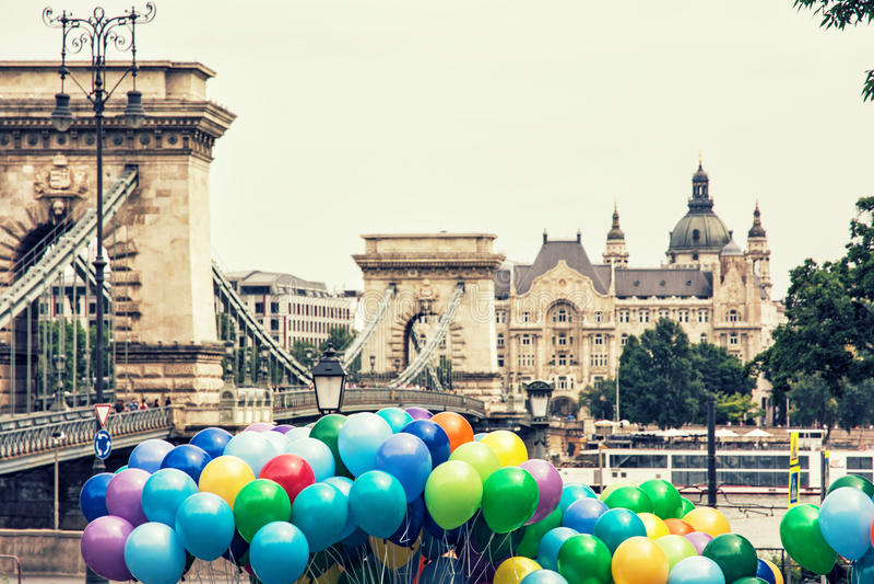 Известный цепной мост, базилика St Stephen и красочное ballo стоковые изображения rf