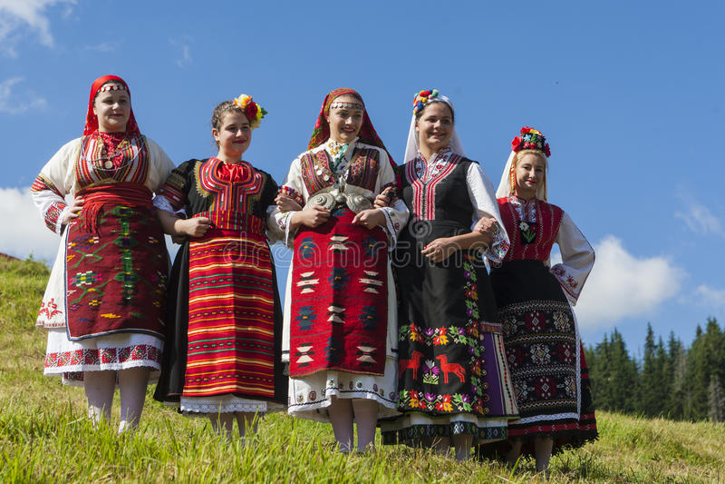 Известный rozhen фестиваль фольклора в Болгарии стоковые фотографии rf