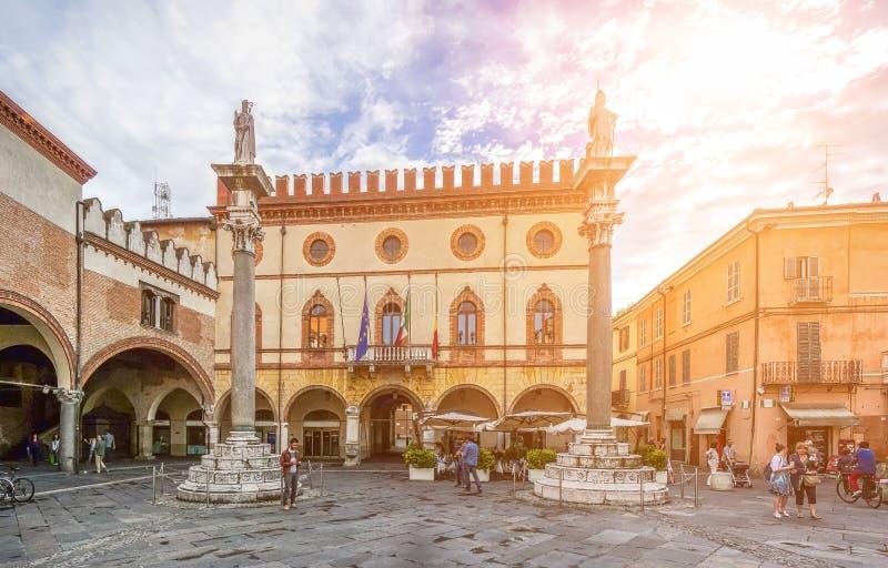 Известн Аркада del Popolo с ратушей, Равенной, эмилия-Романьей, Италией стоковая фотография rf